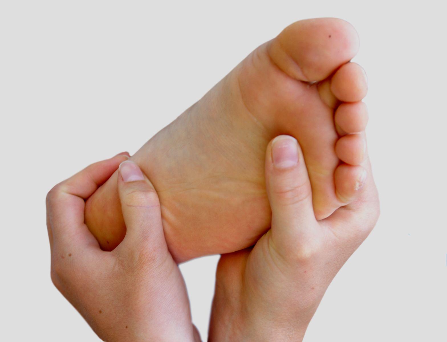 Fuß-Reflexzonen-Massage - Anwendung, Einsatzgebiete - Gesundmed ...