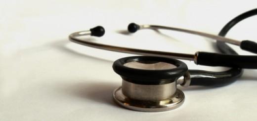 Stethoskop auf dem Tisch