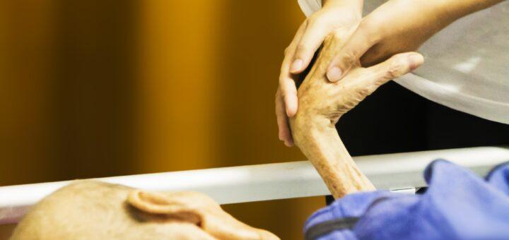 Pflege (Foto: Pixabay.com)